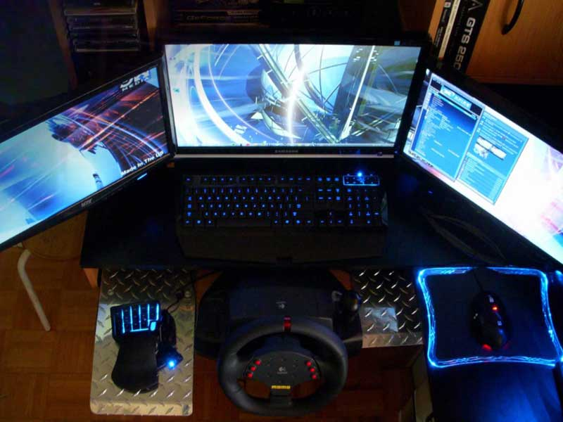 Gaming PC with Three Displays